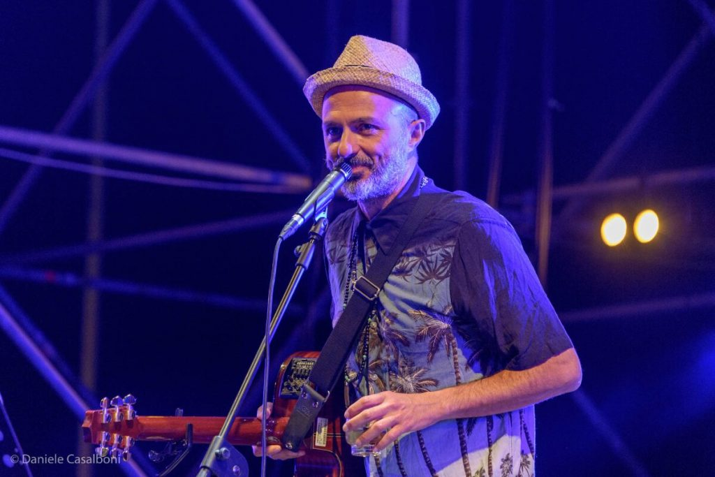 Samuel dei Subsonica suona a Deejay On Stage 2020