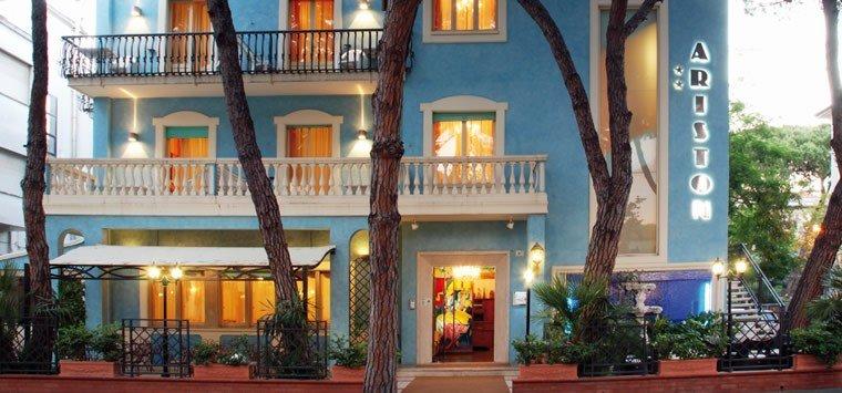 Hotel ariston 2 star in riccione for Bagno 68 riccione